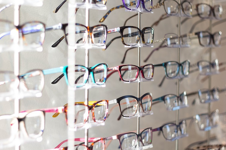 """4 Reasons to Start Searching for """"Eyeglasses Near Me"""""""